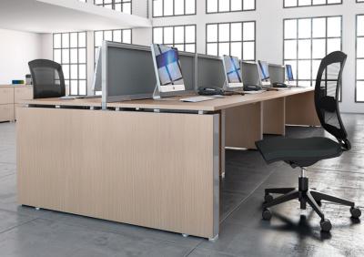B-office-travailler-bureaux-pied-A2-multipostes-bureaux-droits-face-a-face-avec-depart-suivant-decor-imitation-chene-fil-aluminium