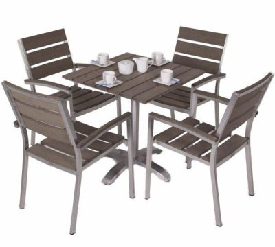 Western Outdoor Four Person Dining Set