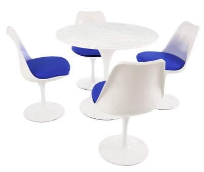 Dining Set Comprising Four Chairs And A Round Table Chairs Have A Blue Seat Cushion